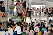 国际教育学院为暑期留校学生送关爱和清凉